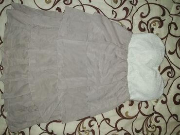 Top haljinica, nova, piše xs ali se širi do m. Ima postavljene korpe