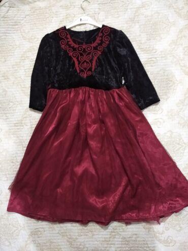 Детское платье на 11-12лет.одевали на 3 часа ровно.Состояние