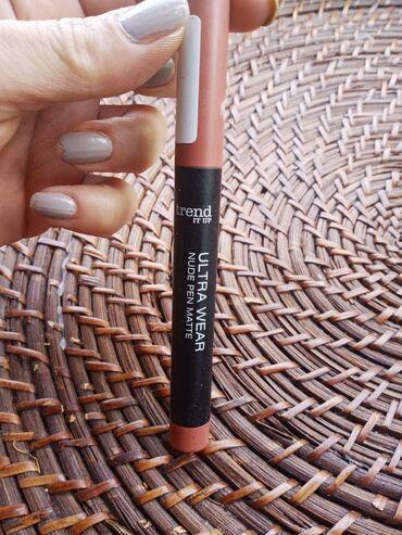 TREND IT UP Karmin u olovci,na odvrtanje,izuzetno pigmentovan,trajan