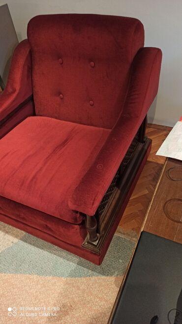Bordo torbica - Srbija: Prodajem fotelju bordo boje. Jako je udobna u ok stanju. Prodajemo je