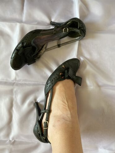 Sandale br.37 od kože sa nižom potpeticom