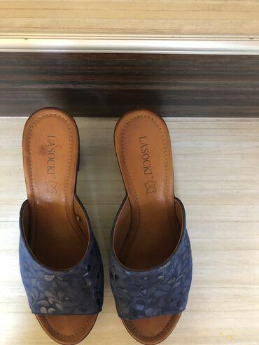 Papuče su kupljene u prodavnici obuce CCC. Duzina gazista je 26 cm a d