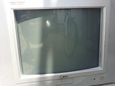 телевизор самсунг 54 см в Кыргызстан: Продаю телевизор принципе работает можно и на запчасти