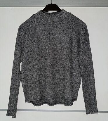 Siva bluza  Novo, prelepo stoji, gore je uza dole opustena i lepo pada