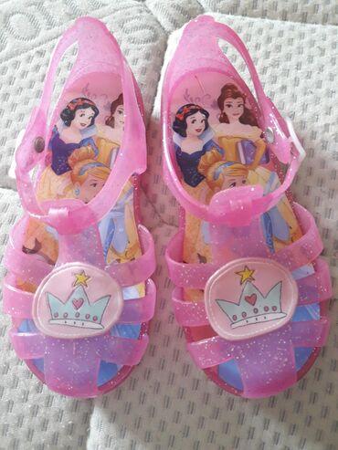 Prelepe (kao sa slike)i u perfektnom stanju, gumene sandalice za