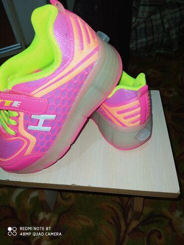 Продаю новые роликовые кроссовки привезли с Кореи оказались маленькие