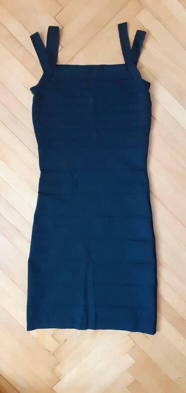 Crna Mango haljina, velicine M ali odgovara i S jer ja uglavnom nosim