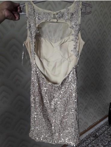 серьги золото 375 проба в Кыргызстан: Продаю платья золото и красное по 800 розовое 600