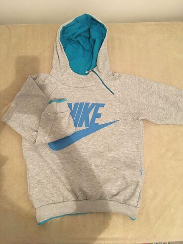 Nike duks, iz Turske, nije original ali je kvalitetan. odgovara M/L