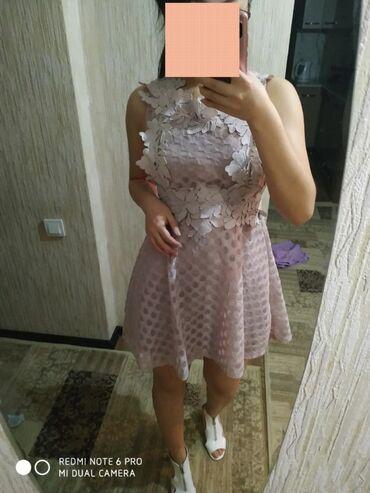 Очень красивое платье, одевала всего один раз,как новенький