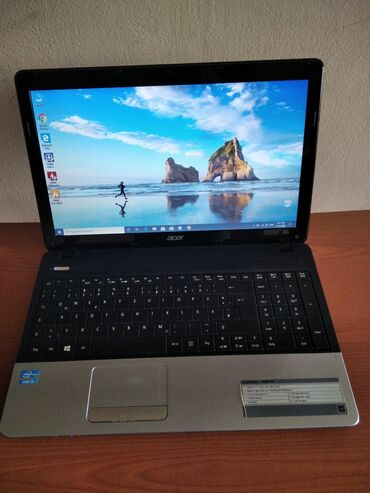 Acer Travelmate.I3 processor. Ram 4giga. Hard 320giga. Windows 10