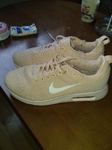 Ženska patike i atletske cipele   Borca: Odlicne lagane,puder roze boje br 39 bez ostecenja cena 800 din