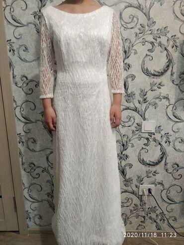шелковое платье в пол в Кыргызстан: Белое вечернее платье, полностью обшито бисерами вручную и с шелковым