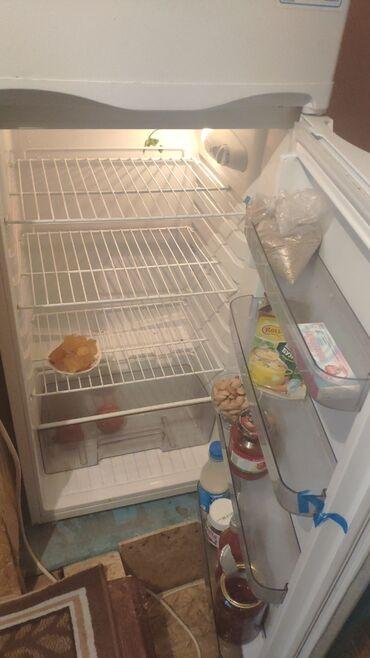 Б/у Двухкамерный Белый холодильник Avest