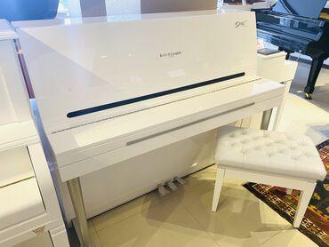 Royal ve Pianolar.Royal Musiqi Aletleri salonu sizlere genish