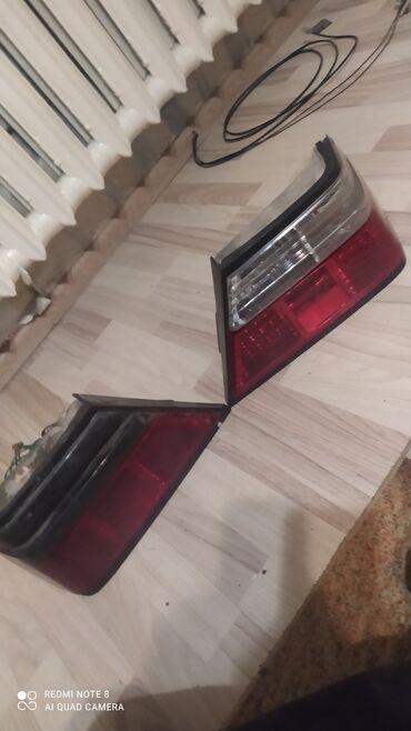 Продаю задние стопы Мерседес w124 одна затонированная