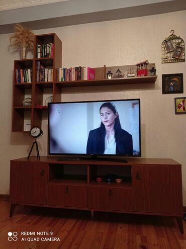 kitab refi satilir в Азербайджан: Tv stend ve kitab refi 50 AZN️Tecili evden cixilmalidir deye