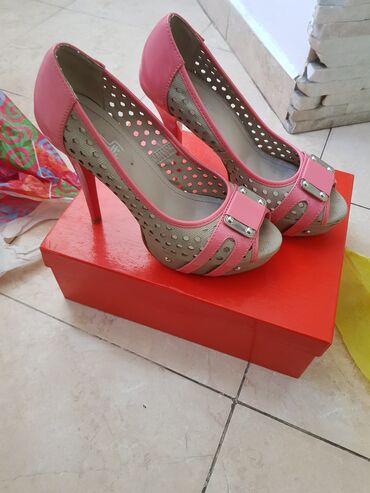 Туфли розовые новые брали дорого Италия Чёрные туфли новые,голубой