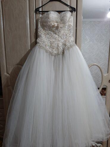 Свадебные фужеры - Кыргызстан: Продаётся свадебное платье одевала один раз.Цвет айвариразмер