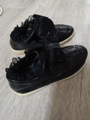 Детская обувь в Токмак: Продаю лакированные туфельки28 размер.б/у г.Токмок. Обмен не