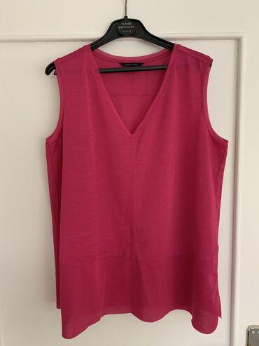 Majica brenda Cortefiel u M veličini ciklama boje. Jako lagana i