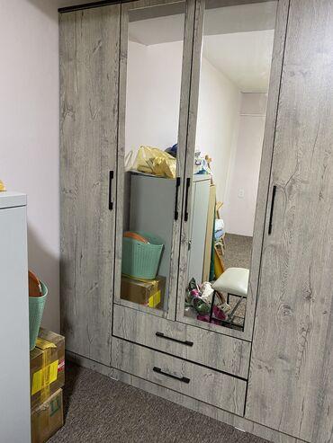 Продаю шкаф (шифоньер) Очень вместительный. И практичный. С зеркалам