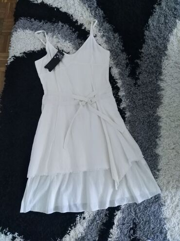 587 oglasa: Potpuno nova haljina, sa etiketom, brenda PROMOD, vel 42