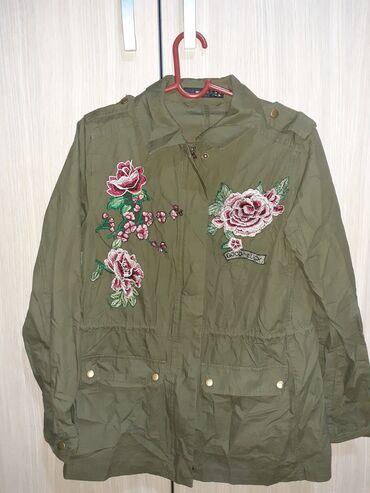 Perlepa tanka maslinasto zelena jaknica, ocuvana, kao nova, velicina 3