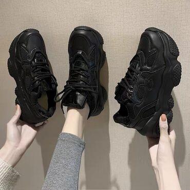 Утеплённые зимние кроссовкиРазмер: 35-40Цвет: чёрныйЦена