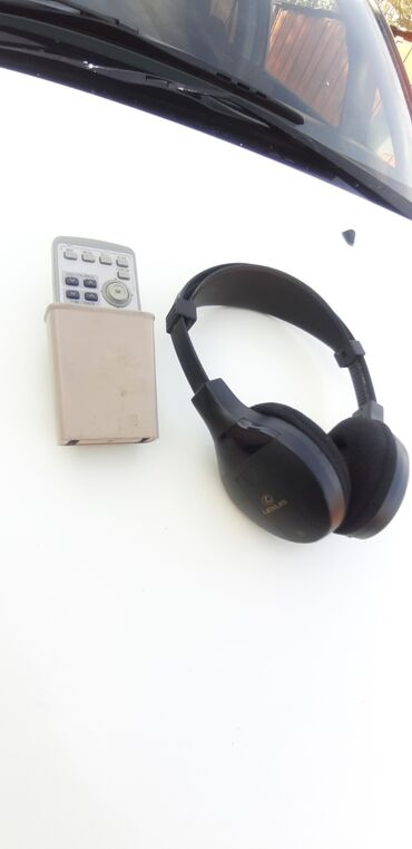 zadnie fonari lexus gx 470 в Азербайджан: Продаю оригинал беспроводные наушники и пульт от Лексуса GX 470 LX 470