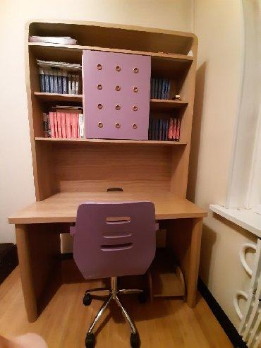 Продается шкаф книжный с встроенным столом и стульчик на колёсах