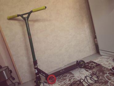 трюковой самакат в Кыргызстан: Продаю трюковой самокат в хорошем состоянии. Пеги.Новое колесо в подар