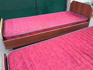 Кровати - Кыргызстан: ️️️Продаю кровать 🛏 дёшево ️️( в цену входит матрас)  Обращаться по но
