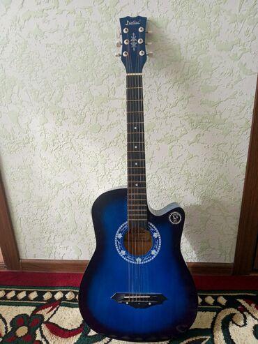 Гитары - Чолпон-Ата: Продаю очень хорошую гитару! Звучик ясно, четко, красиво! Чехол