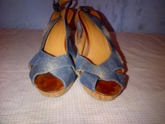 Sandale-zenske - Srbija: Zenske sandale broj 40-duzina gazista je 25,5. cm. BEZ