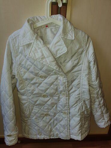 куртки uniqlo в Кыргызстан: Куртка стеганная UNIQLO Размер XS-S Легкая и тёплаявесна-осень В отл
