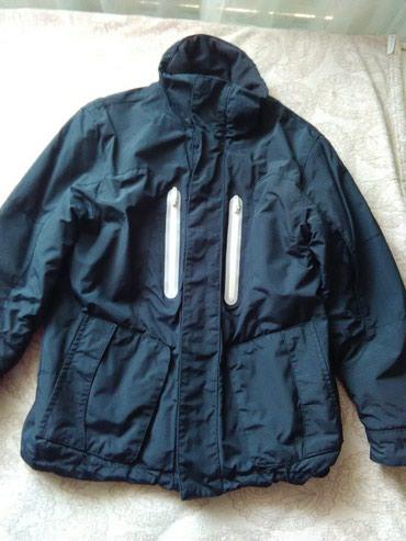 Dečije jakne i kaputi   Batajnica: Ocuvana H&M jakna za decaka velicina 134 za uzrast 8 - 9 godina