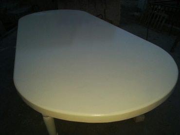 столы на переднем плане в Кыргызстан: Стол