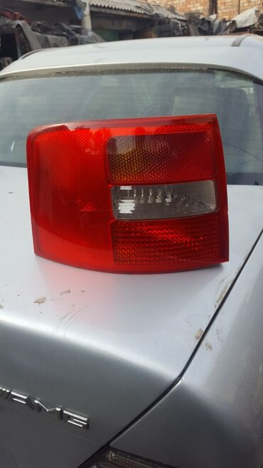 audi a6 25 mt в Кыргызстан: Audi A6 правый левый плафон 2000 год Combi