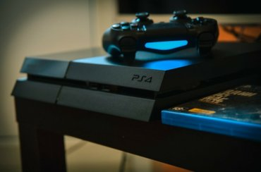 Playstation4 500gb, в комплекте 2 джойстика и в Бишкек