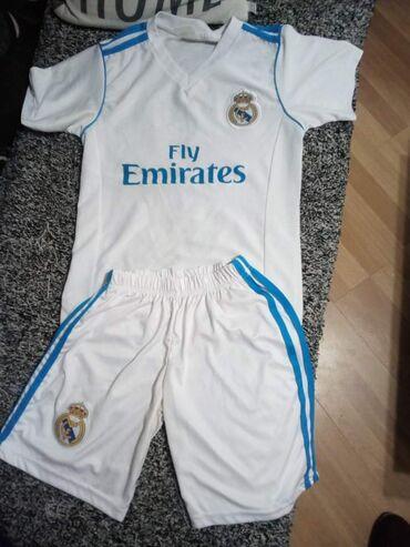 Prodajem dres Ronaldo za uzrast od 8 do 10 godina,kvalitetan,par puta