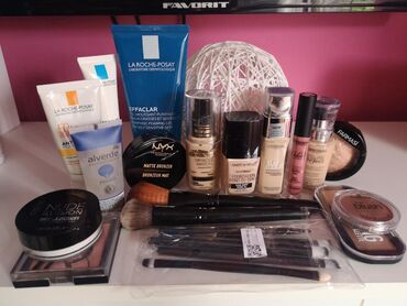 Paket šminke i LaRoche kozmetike(samo probano). Sva šminka je samo