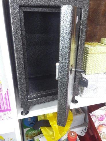 ящик - сейф. закрывается на ключ. удобно для хранение драгоценных для  в Лебединовка