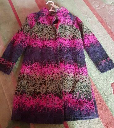Po meni prelep kaput za devojcice. uzrast 5-6 godina. saren. spolja
