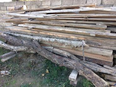 Sumqayıt şəhərində Kohne taxta material uzunluq 1-2metr arasi deyisir.tikinti ve yanacaq