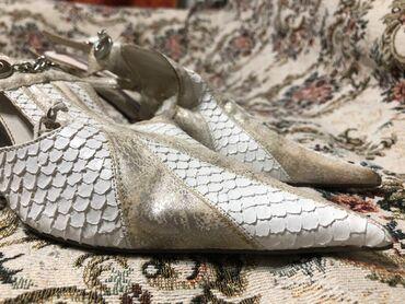 Босоножки с морской текстурой с невысоким каблуком