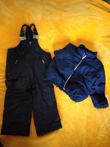Skafander i jakna, ima i kapuljaču, nisam slikala. Veličina 86 cena