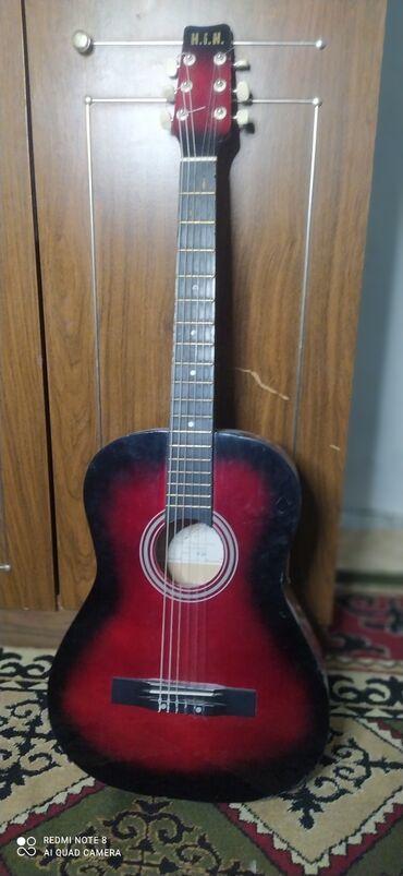 Спорт и хобби - Кара-Балта: Продается Гитара Цвет черный и красный В хорошем состоянии По
