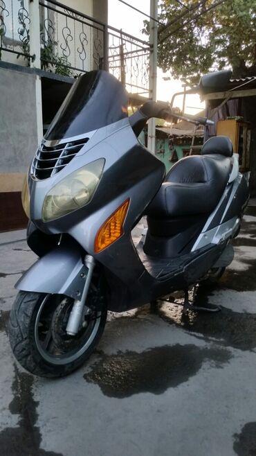 Мотоциклы и мопеды - Кара-Суу: Продаю макси скутер хьюсонг KG не ездил водяной охлаждение.250 куб