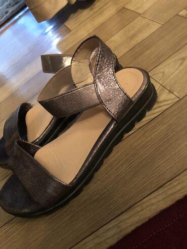 Женская обувь в Беловодское: Сандалии и шлепанцы